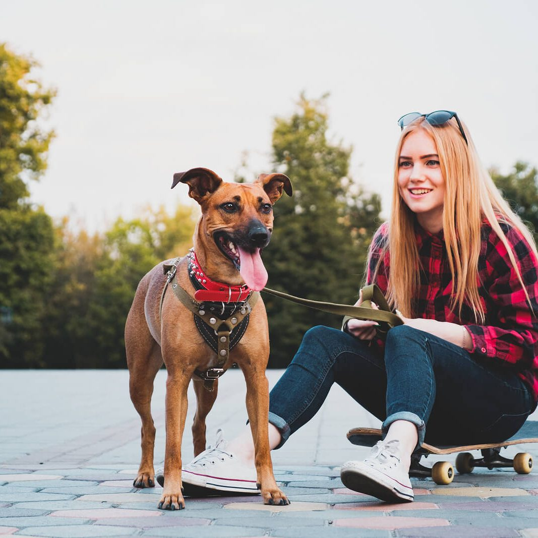 teen girl plays with her dog outdoors. She gets therapy from Cody Higgs a teen therapist in Franklin, TN 37067 or online therapy in TN
